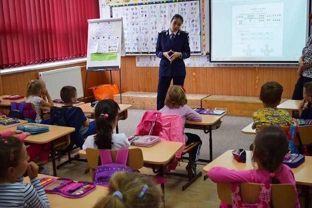 Mâine încep școlile și grădinițele. Cum vă protejați copiii...