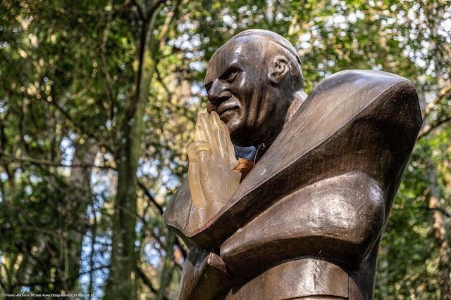 Estátua de João Paulo II no Bosque do Papa - detalhe