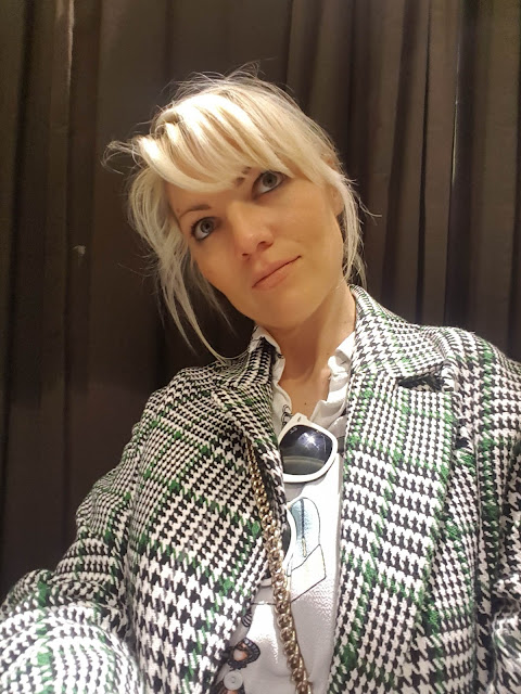 come abbinare il cappotto a quadri outfit cappotto a quadri selfie allo specchio outfit casual invernale outfit cappotto jeans e cappotto abbinamento jeans e cappotto mariafelicia magno fashion blogger colorblock by felym fashion blogger italiane outfit febbraio 2020 fashion bloggers italy italian fashion bloggers