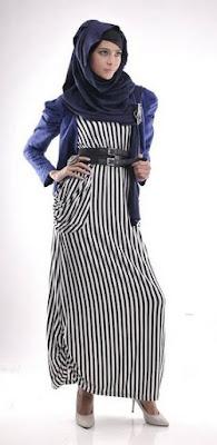 Dress Maxi Bermotif Garis Yang Menawan