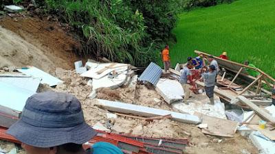 Bencana Longsor Di Nagari Taruang - Taruang, Satu Rumah Warga Runtuh Terbawa Longsor