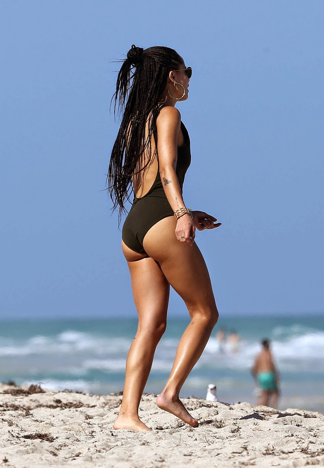 Zoe Kravitz flaunts pert derriere in a black swimsuit in Miami