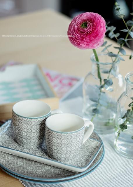 Geschirr blau grau, Geschirr orientalisch, Blumenarrangement , Esszimmer Dekoration,Ranukeln