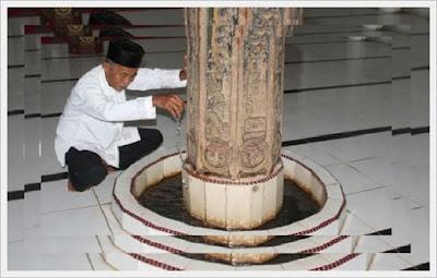 Mesjid Berumur 900 Tahun Keluarkan Air Mujarab Dari Tiangnya