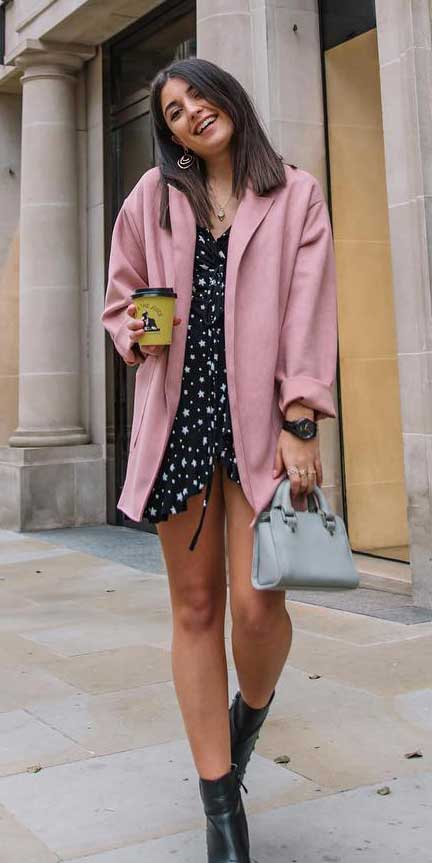 Star print mini dress in cream | Casual blazer outfits are arguably the best work outfits. Find the best work blazer with these 25 womens blazer outfit ideas. Best blazer styles and blazer fashion via higiggle.com #blazer #workoutfits #fashion #style