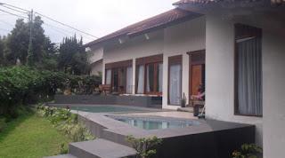 villa minimalis bandung fasilitas kolam renang