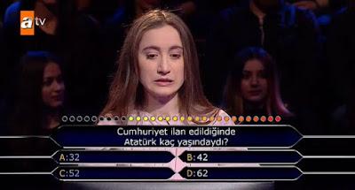 Cumhuriyet ilan edildiğinde Atatürk kaç yaşındaydı?
