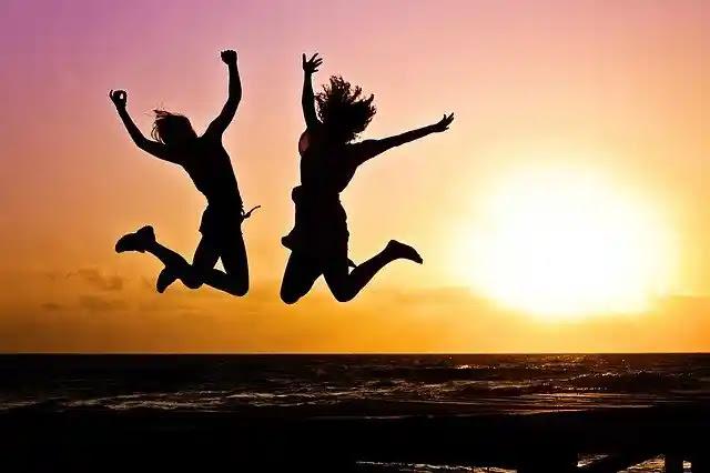 المظاهر ضد الخبرات ما يجعلنا سعدا اكثر