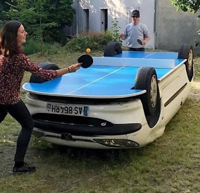 Selbstgebaute Tischtennisplatte aus altem Auto