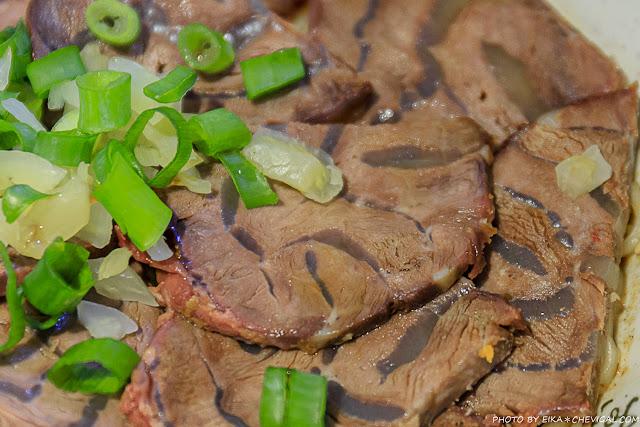 MG 5387 - 吳家莊頂級牛肉麵,永興街人氣牛肉麵,表面鋪著滿滿的牛腱,幾乎看不到底下的麵!