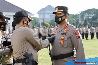 Kapolda Jateng Semarang Beri Pin Emas Kapolri Kepada Dirnarkoba Dan Penghargaan 97 Anggota