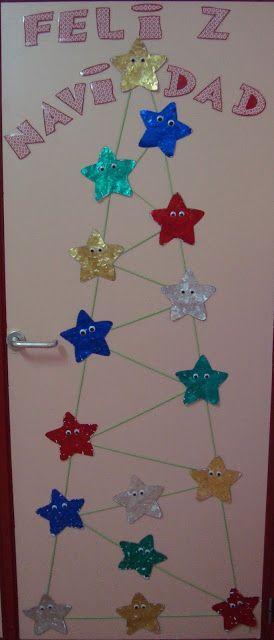 Arboles de navidad hechos con materiales reciclados for Decorar puertas navidad infantil