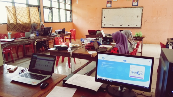 Melatih Guru Dengan Literasi Digital