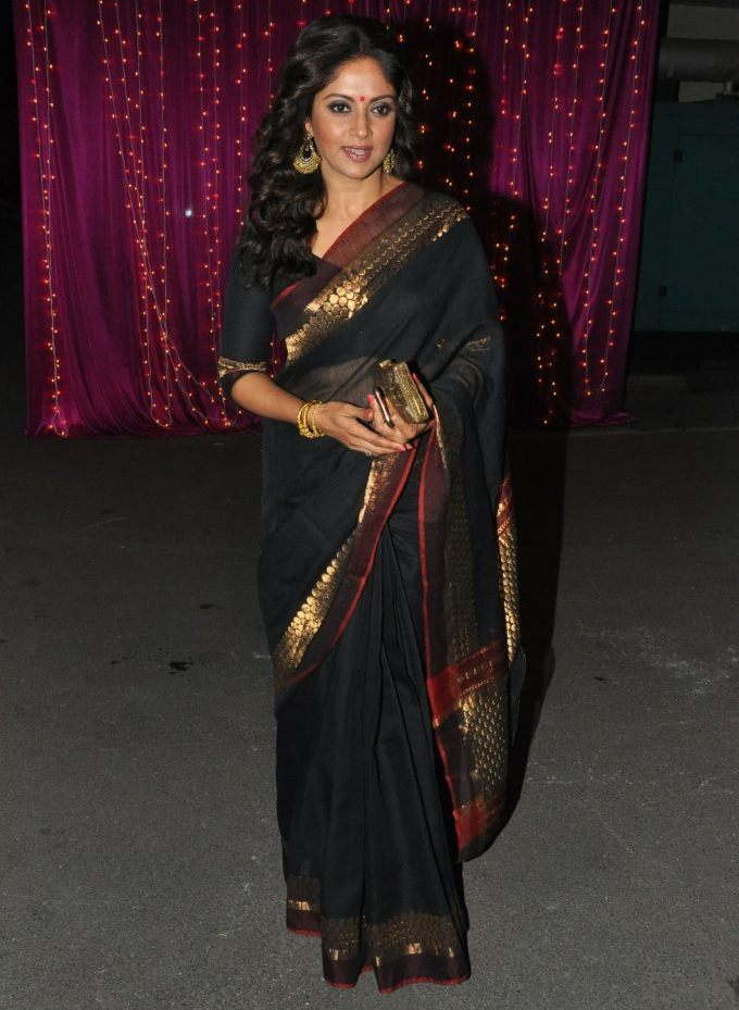 Nadhiya At Zee Telugu Apsara Awards 2017 In Black Saree
