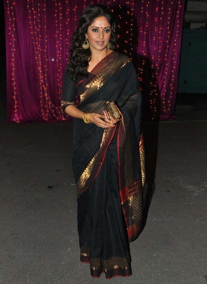 Nadhiya At Zee Telugu Apsara Awards 2017 In Black Saree