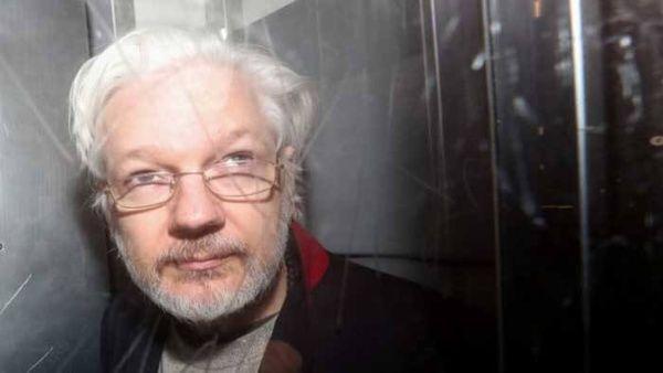 Defensa de Julian Assange evalúa pedir asilo político en Francia