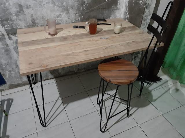 meja-kafe-kaki-besi