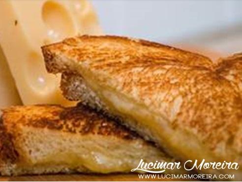 Veja o passo a passo desse delicioso Queijo Quente Tironês uma ótima opção para o lanche e café da manhã