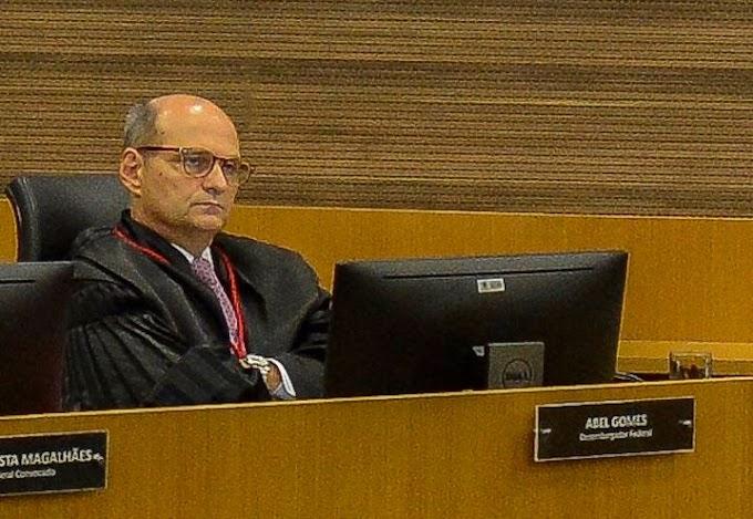 Operação Furna da Onça não foi adiada para preservar candidatura de Bolsonaro, diz relator no TRF2