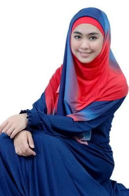 Trend Model Baju Gamis Syar'i ala Artis Oki Setiana Dewi