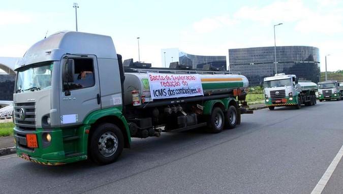 Tanqueiros de Minas Gerais suspendem greve após reunião com governo do Estado