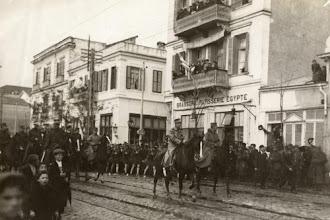 Θεσσαλονίκη: Αναπαράσταση απελευθέρωσης της πόλης με πορεία προς το Λευκό Πύργο