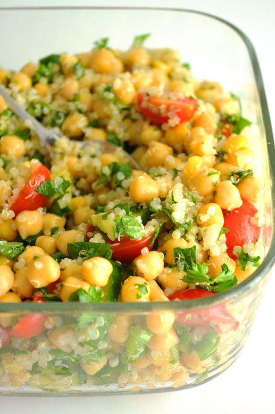 Quinoa & Chickpea Tabbouleh Salad #quinoa #chickpea #tabbouleh #salad #saladrecipes #lunch #lunchrecipes #easylunchrecipes