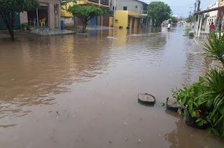 http://vnoticia.com.br/noticia/2456-temporal-forte-com-raios-em-sfi-assusta-moradores-e-deixa-pontos-alagamento
