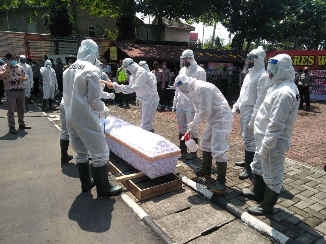 Anggota Polres Wonogiri Jalani Pelatihan Khusus Tangani Jenazah Korban Corona