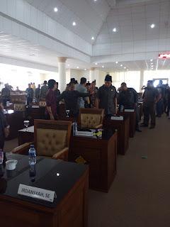 Sidang Paripurna, Anggota Dewan OI Nyaris Baku Hantam