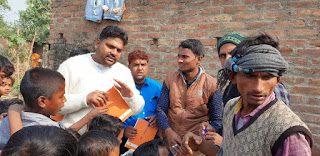 student-jdu-distribute-books-begusaray
