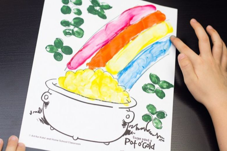 St Patricks day crafts for preschoolers - pot of gold finger painting