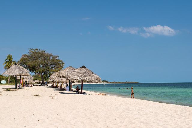 La plage de Playa Ancon (Cuba)