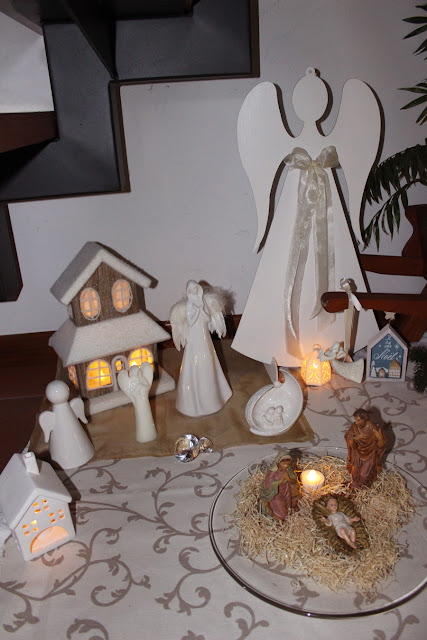 Home Shaped Christmas Vignette