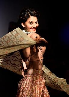 Urvashi Rautela Looks Awesome At Lakme Fashion Week 2016