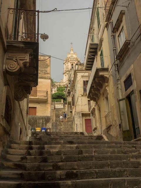 Modica, scalinata per il Duomo di S. Giorgio ©Valeriaderiso