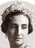 pearl diamond loop tiara cartier spain queen maria christina mercedes countess barcelona