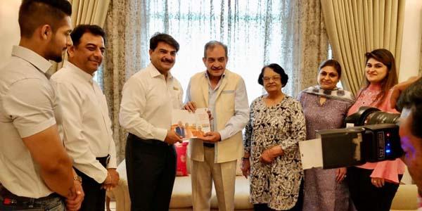 उद्योगपति राजीव चावला के घर पर पहुचे केंद्रीय मंत्री वीरेंद्र सिंह
