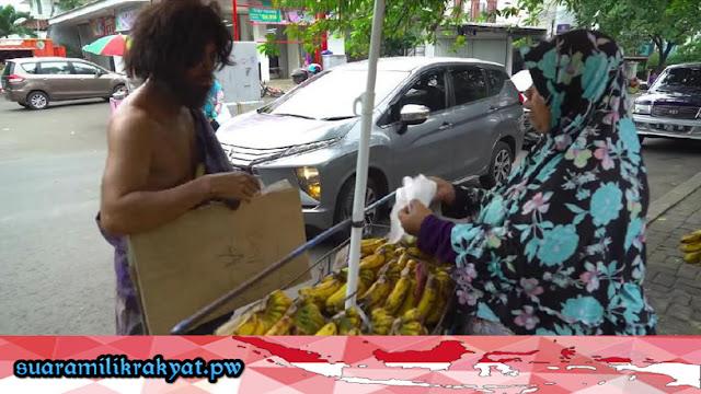 Trending Di Youtube, Baim Bagi-Bagi Berkah ke Ibu Penjual Pisang