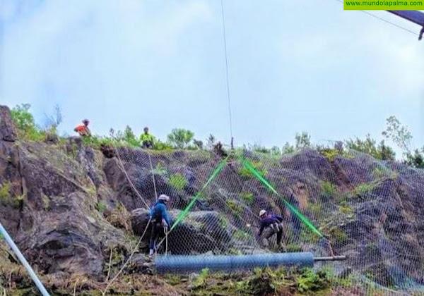 Comienza la instalación de las mallas de protección de la carretera de Gallegos