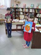 Дети у выставки бібліотека-філія №4 фото