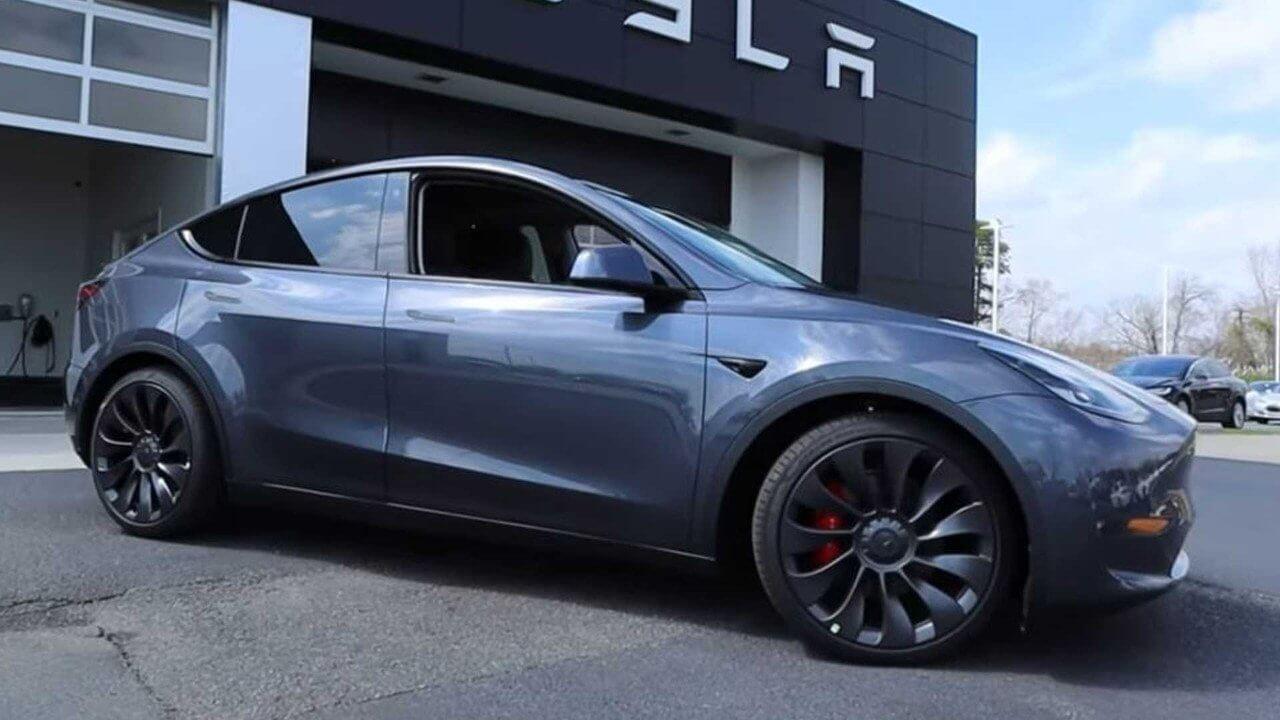 Tesla Model y negro