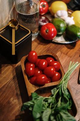 Tomato and lemon remove to dark circle, tamatar or nibu se dark circle dur krna