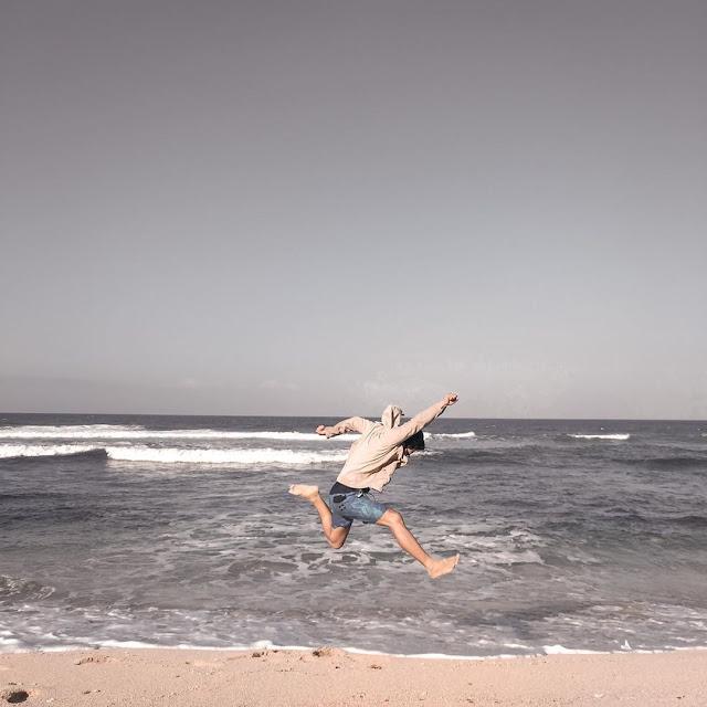 Pesona Pantai Indriyanti Yang Bernuansa Bali