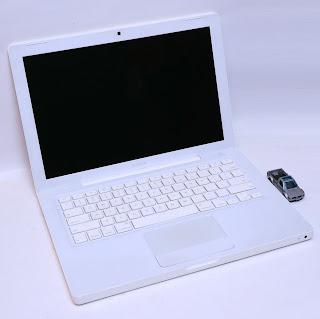 MacBook White 13 Inch | Core2Duo | CC: 36 | Mulus