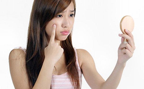 Cùng tìm hiểu nguyên nhân và cách trị hết mụn cám trên mặt nhé (3)