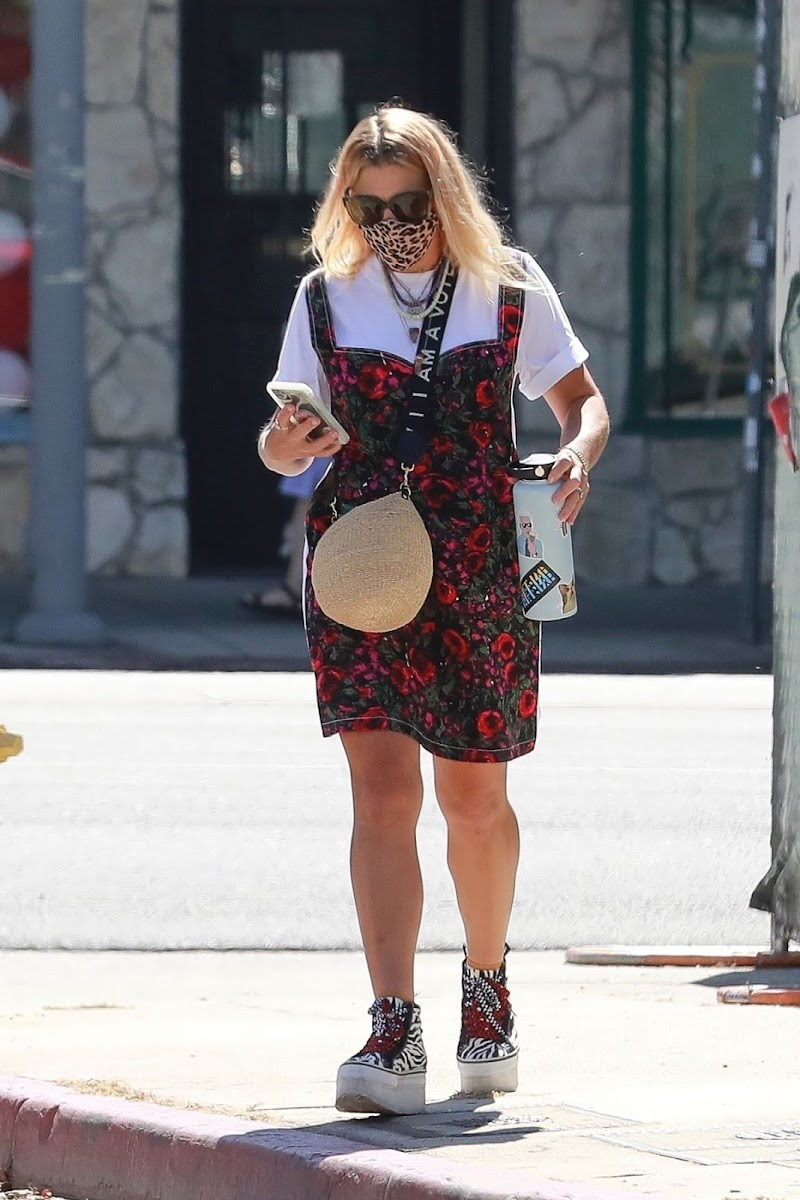 Busy Philipps clicked Outside in Los Angeles 10 aug-2020