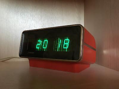 часы электроника Б6-402 1977 год