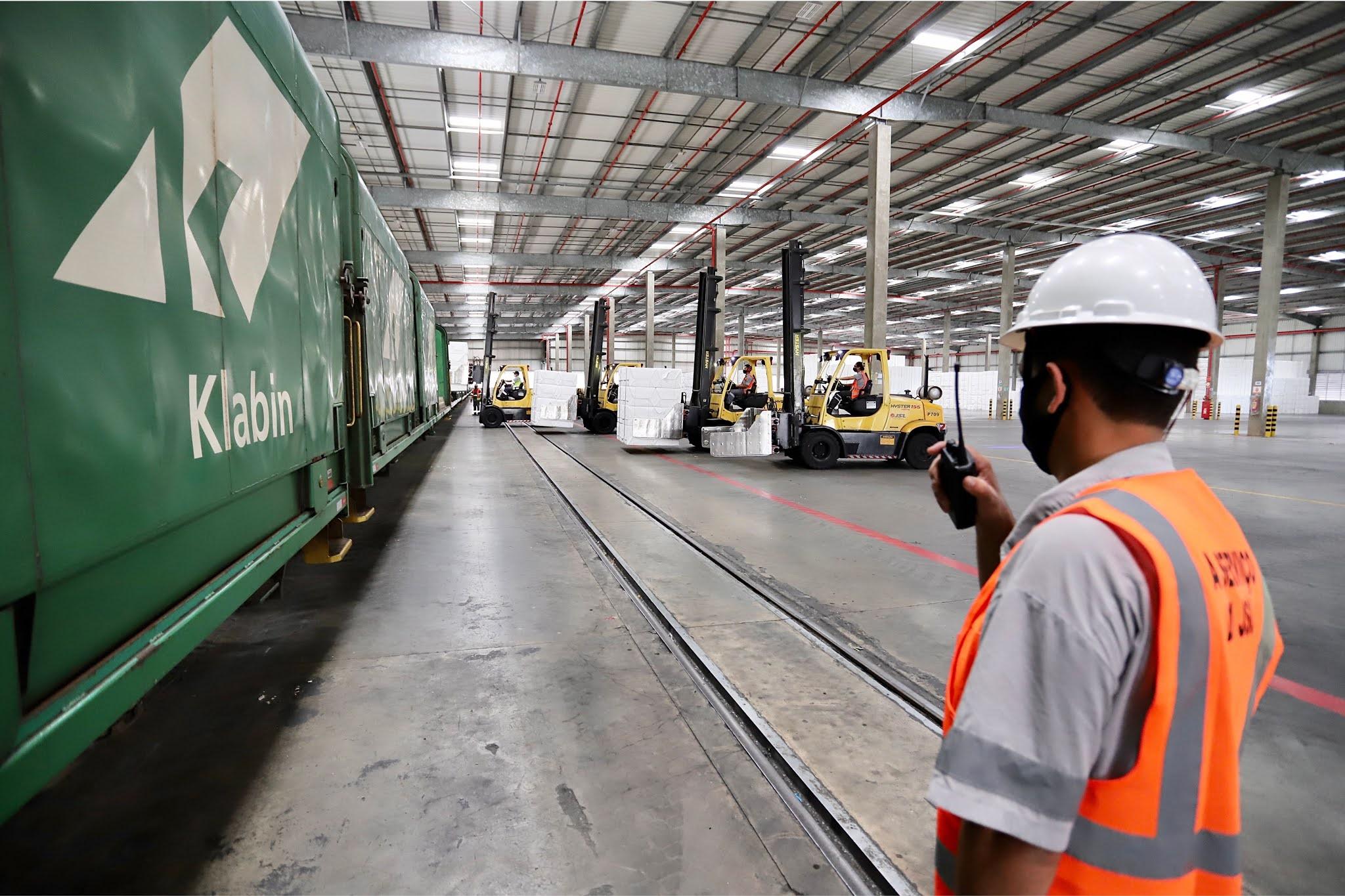 Cresce movimento de cargas por ferrovia no Porto de Paranaguá