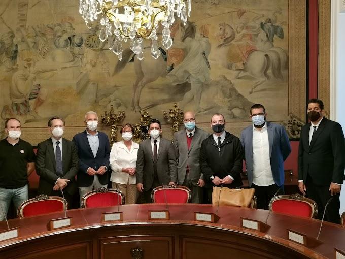 España: El Senado recibe a una delegación saharaui de alto nivel.